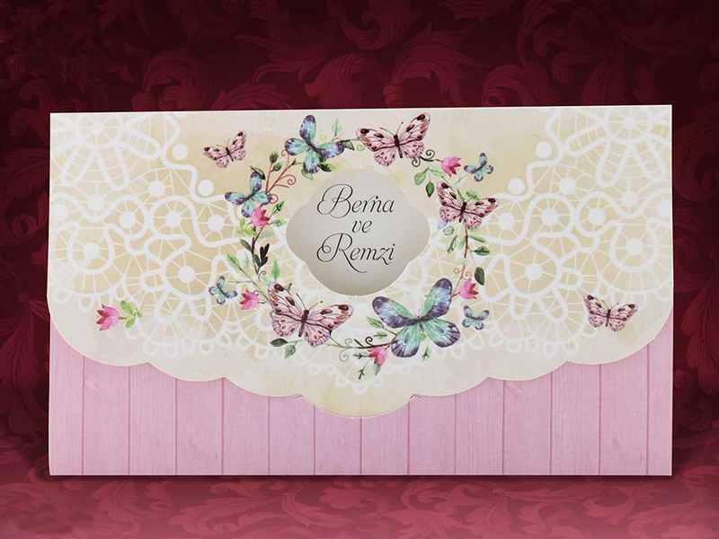 2b589d8abf Esküvői meghívó csipke motívummal és virágos lepkekoszorúval. Boríték nem  tartozik hozzá.